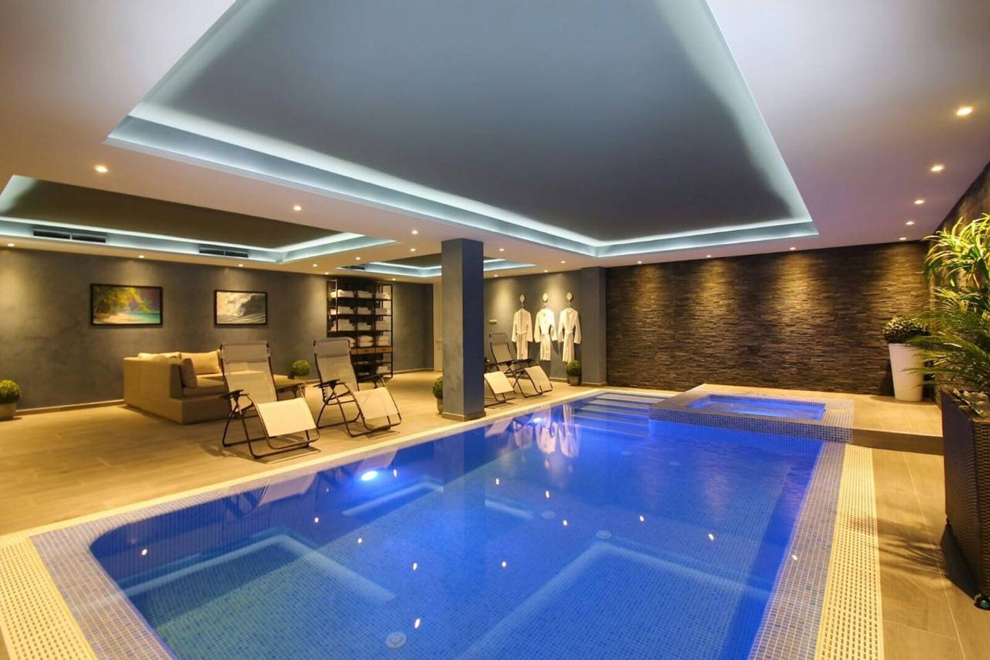 Soo LUXURIOUS catered Spoiling Estate Pools & Spa photo 16523078