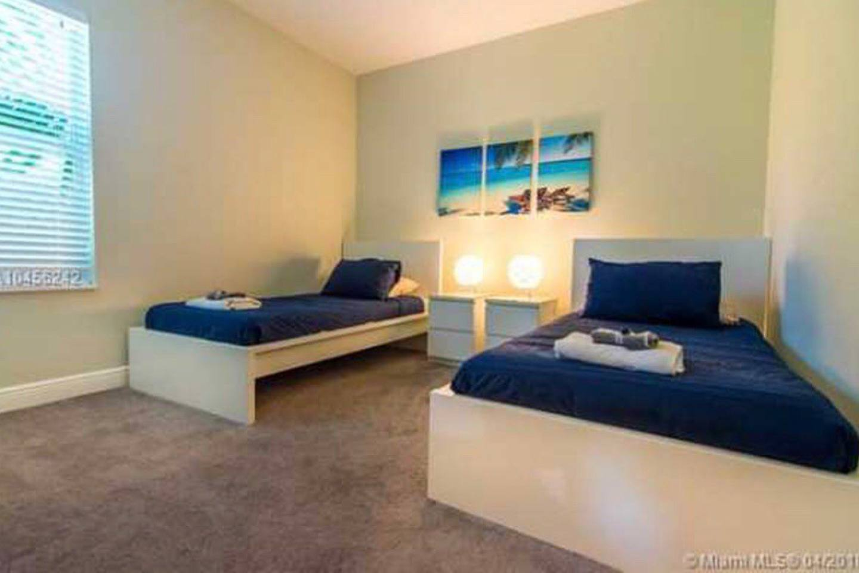 Apartment 4 Bedroom house steps from Riverwalk FtLauderdale photo 23163193