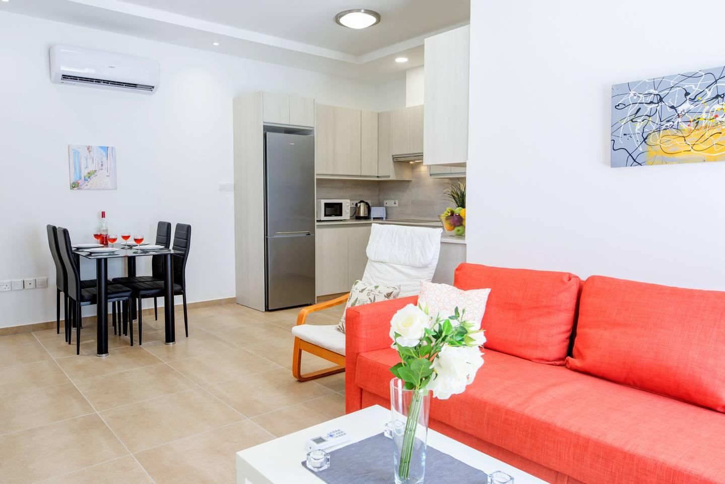 Large 2 Bedroom Apt close to Green Bay Beach GB1 photo 18702369
