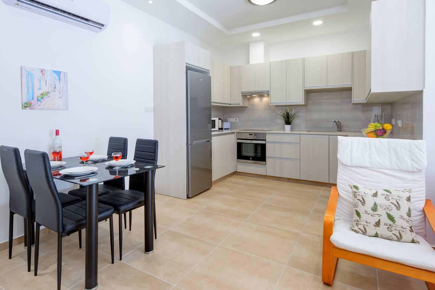 Large 2 Bedroom Apt close to Green Bay Beach GB1 photo 18702371