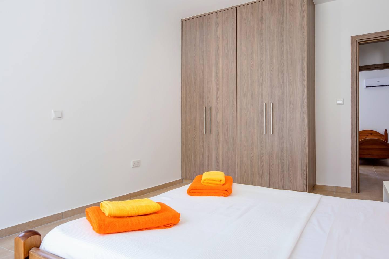 Large 2 Bedroom Apt close to Green Bay Beach GB1 photo 18482694
