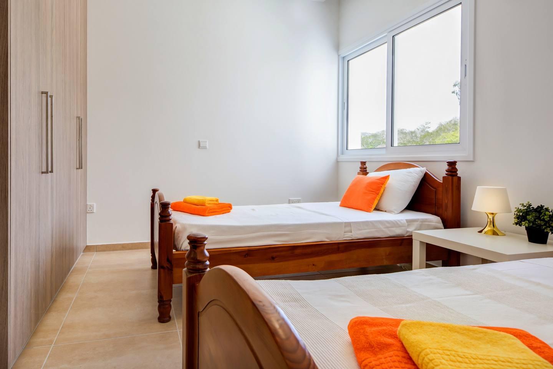 Apartment Large 2 Bedroom Apt close to Green Bay Beach GB1 photo 18702381
