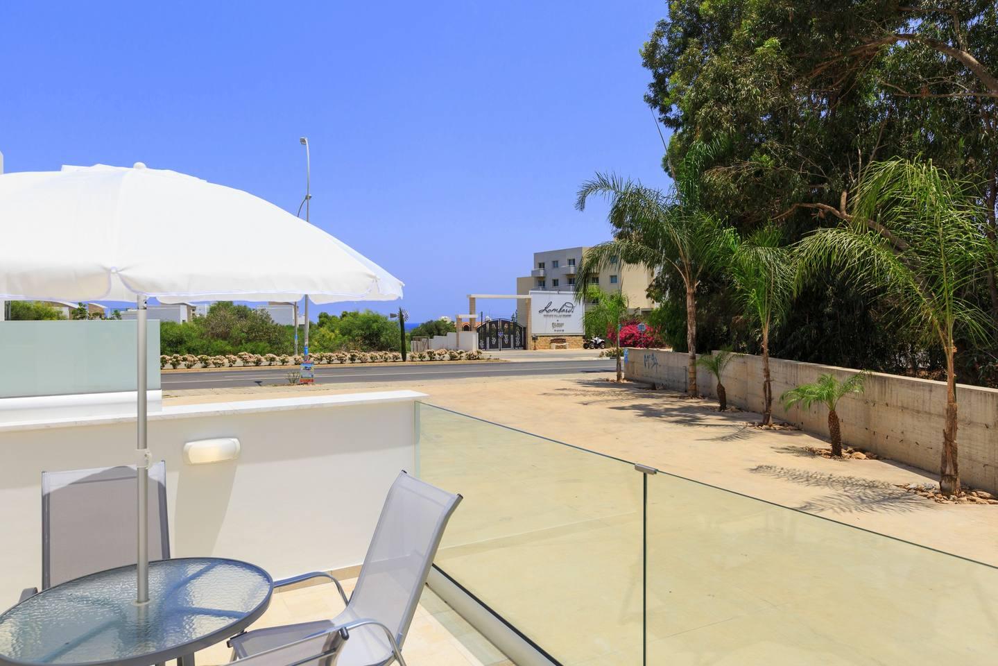 Apartment Large 2 Bedroom Apt close to Green Bay Beach GB1 photo 18578117