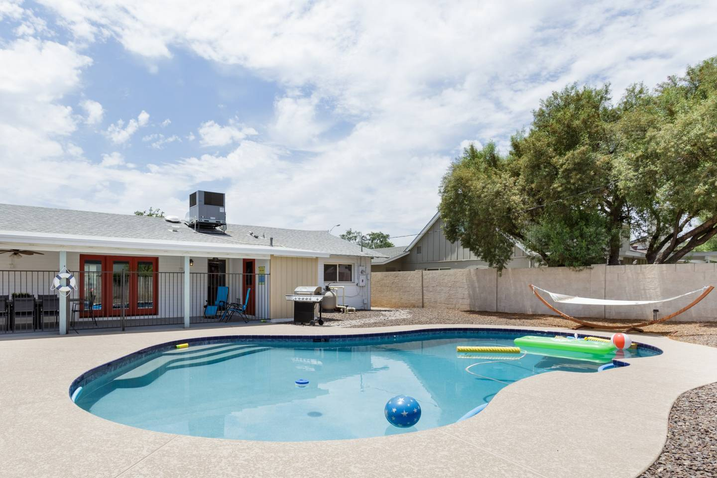 Apartment Epic Family Style Home near Old Town with Pool photo 19114670