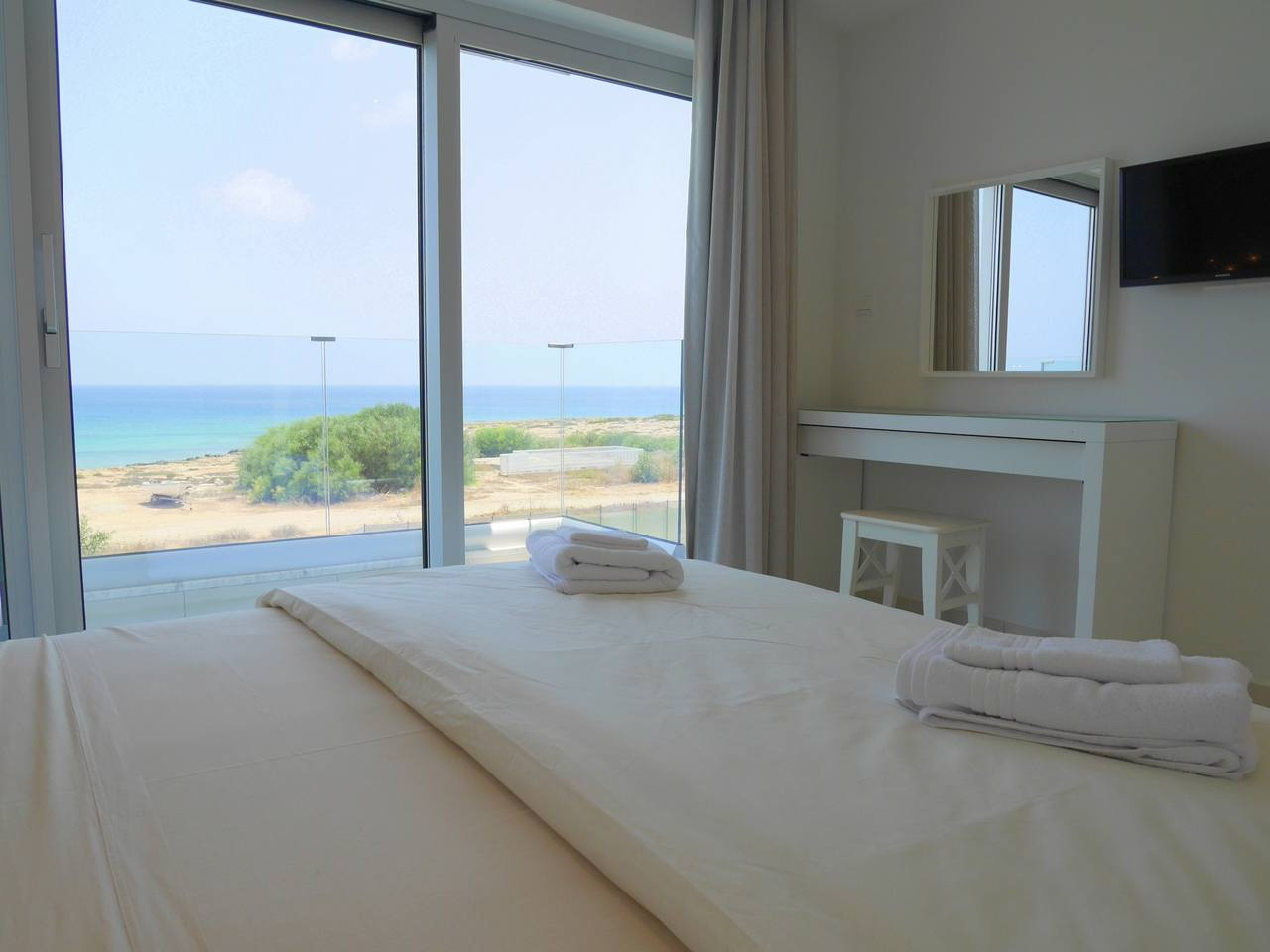 Apartment 2 Bed Luxury Apt with Large Communal Pool B1-001 photo 28339685