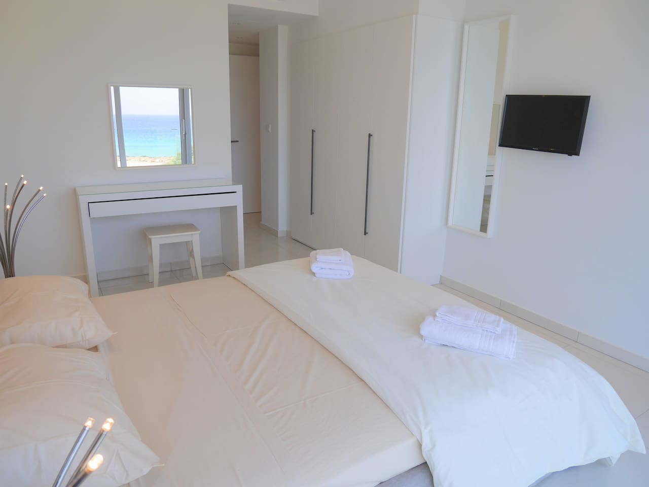 Apartment 2 Bed Luxury Apt with Large Communal Pool B1-001 photo 28339686