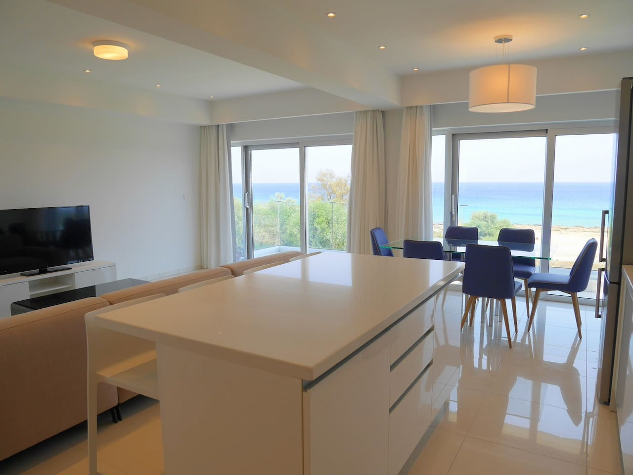 2 Bed Luxury Apt with Large Communal Pool - B2-101 photo 19271279