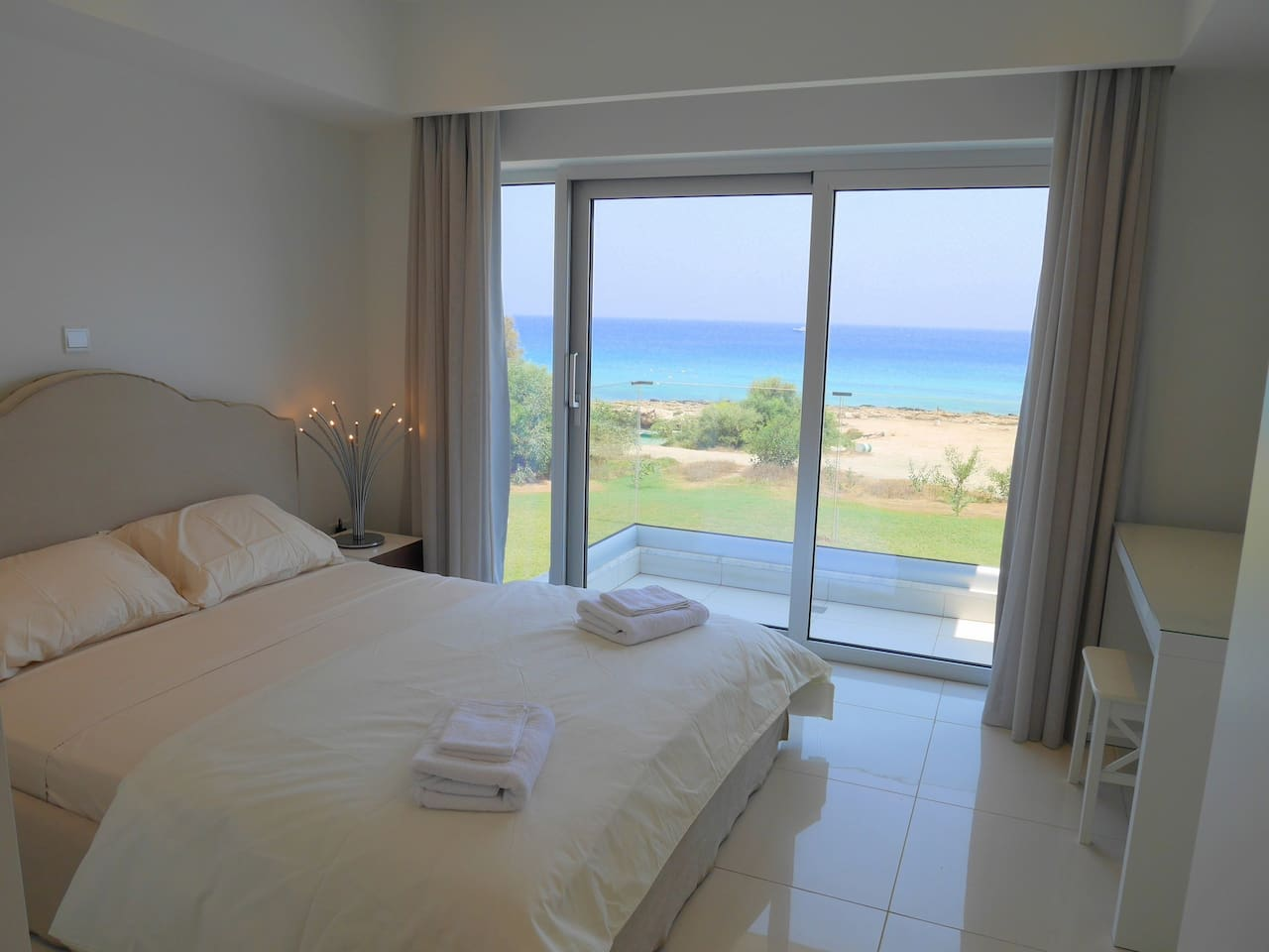 Apartment 2 Bed Luxury Apt with Large Communal Pool - B2-101 photo 19303312