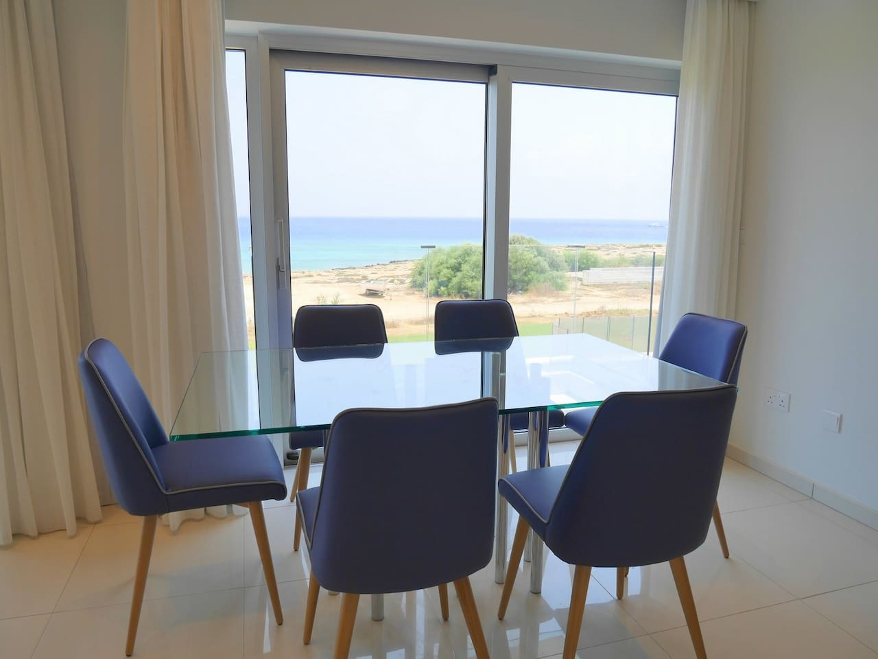 Apartment 2 Bed Luxury Apt with Large Communal Pool - B3-101 photo 25986106