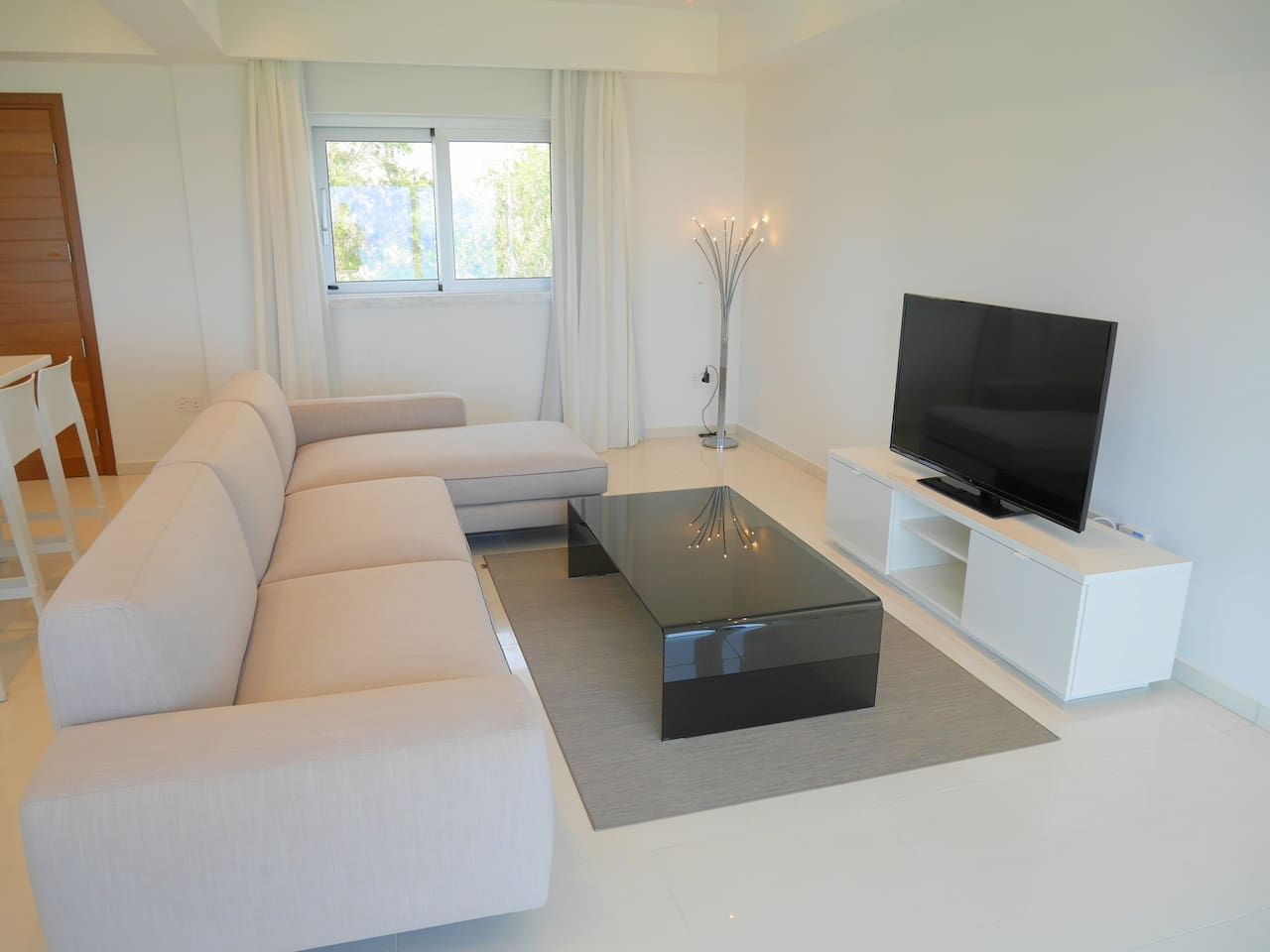 Apartment 2 Bed Luxury Apt with Large Communal Pool - B3-101 photo 26059200