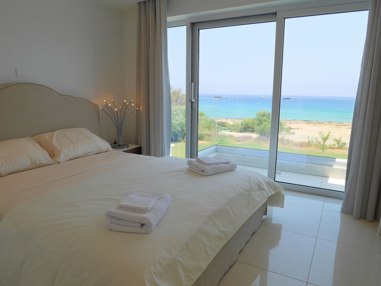 Apartment 2 Bed Luxury Apt with Large Communal Pool - B3-101 photo 26059203