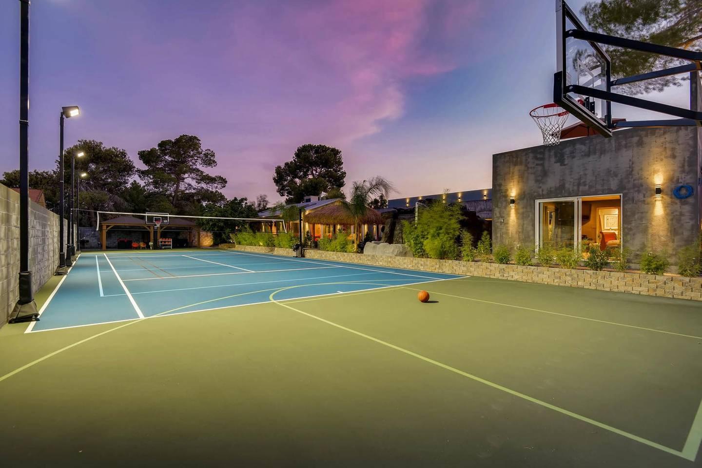 12Bd 12Ba, Private Basketball Court & Karaoke photo 16403157