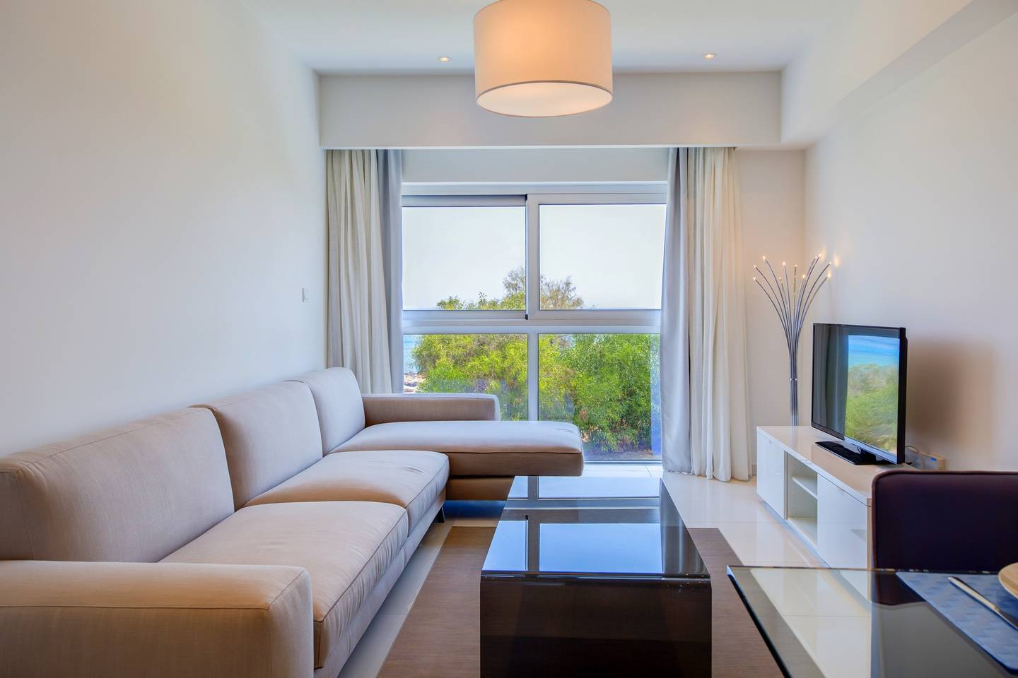 2 Bed Luxury Apt with Large Communal Pool A1-101 photo 25647581