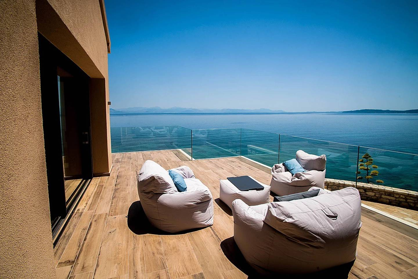 Luxurious large vila with a private beach photo 25571548