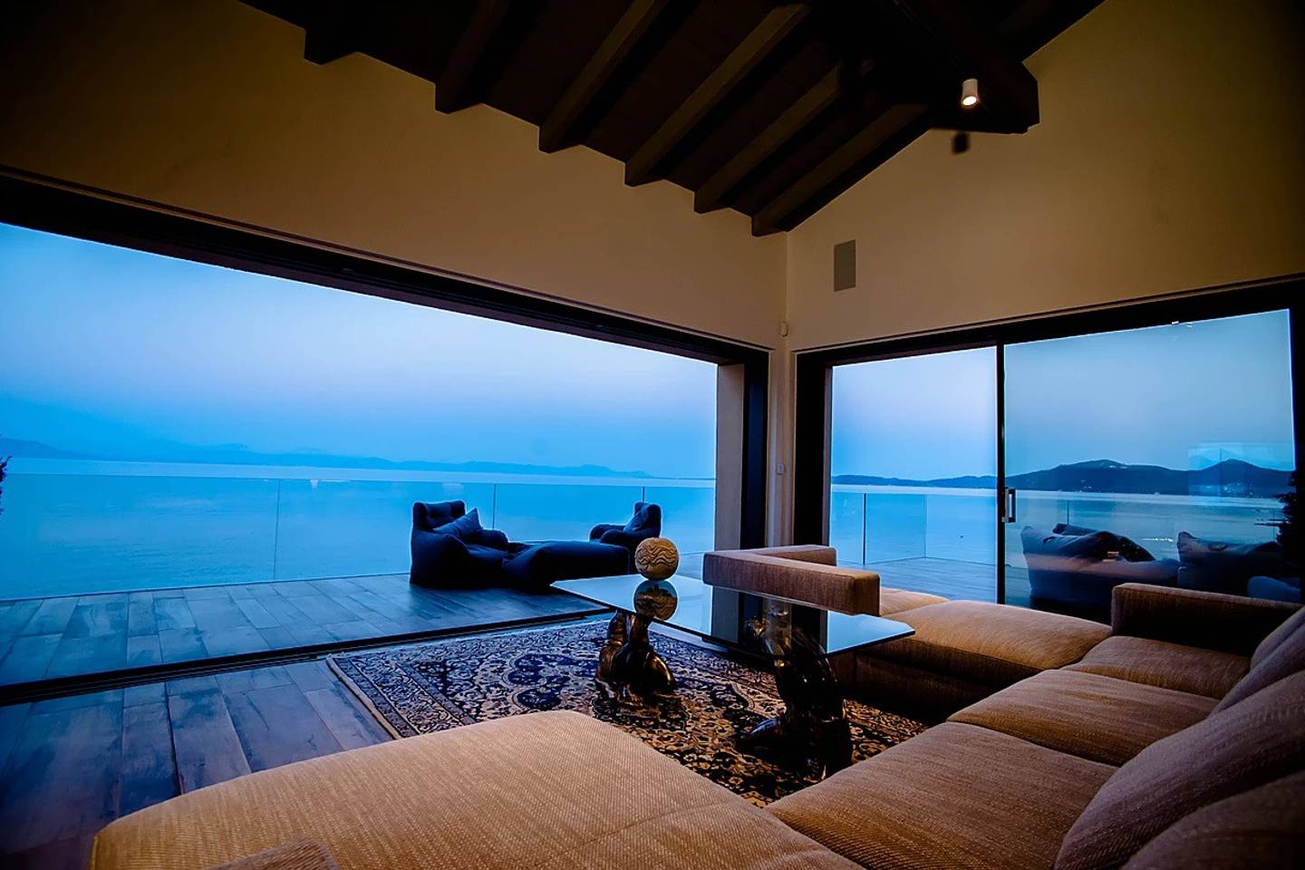 Apartment Luxurious large vila with a private beach photo 25610168