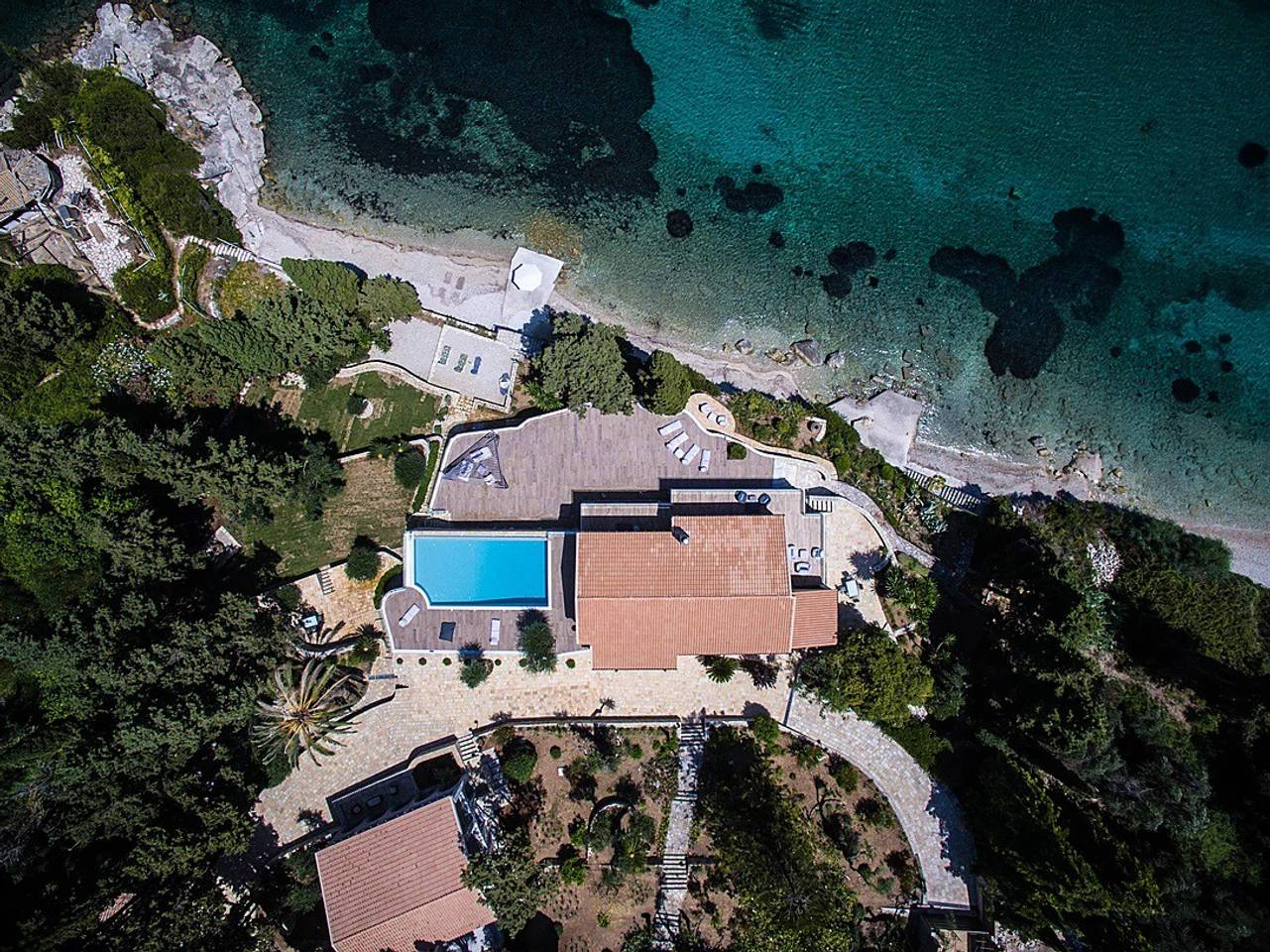 Apartment Luxurious large vila with a private beach photo 25610166