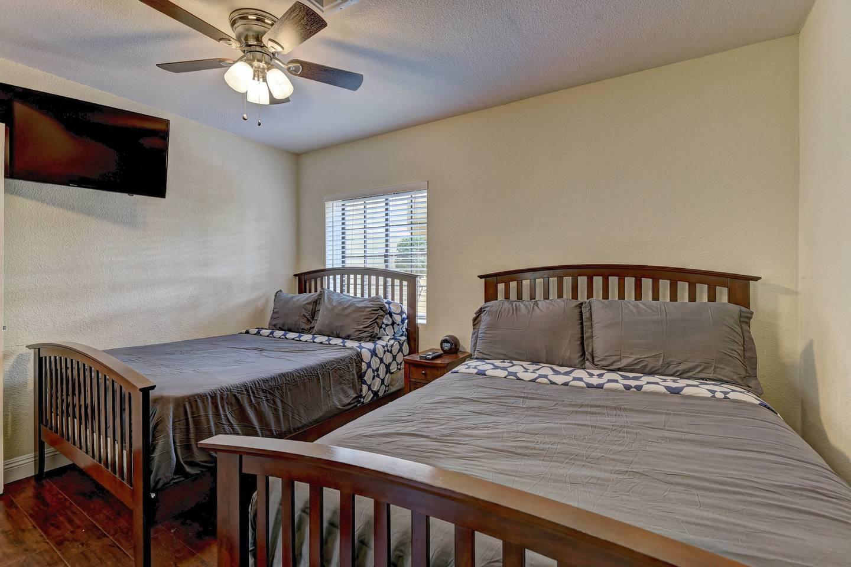 Apartment 9Bd 8Ba Hawaiian Oasis 4 2 miles from the strip photo 16266429