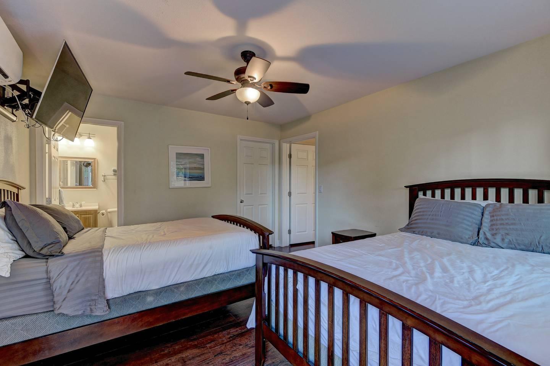 Apartment 9Bd 8Ba Hawaiian Oasis 4 2 miles from the strip photo 16591724