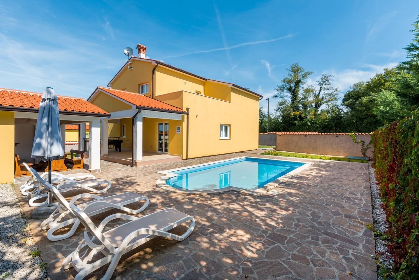 Villa in Zartinj photo 25618467