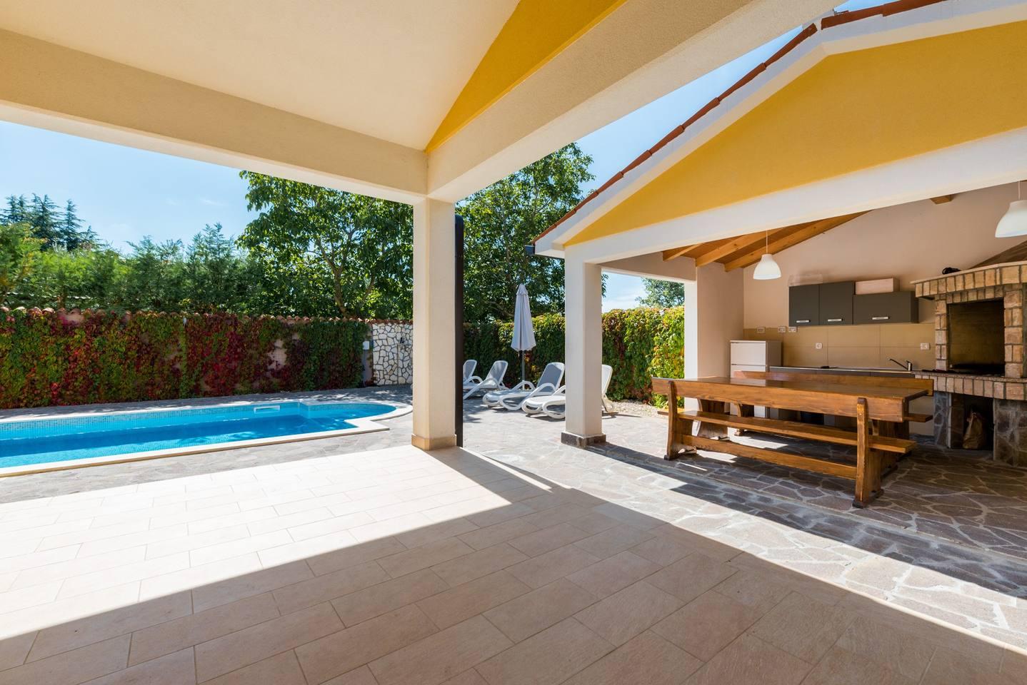 Villa in Zartinj photo 25615418