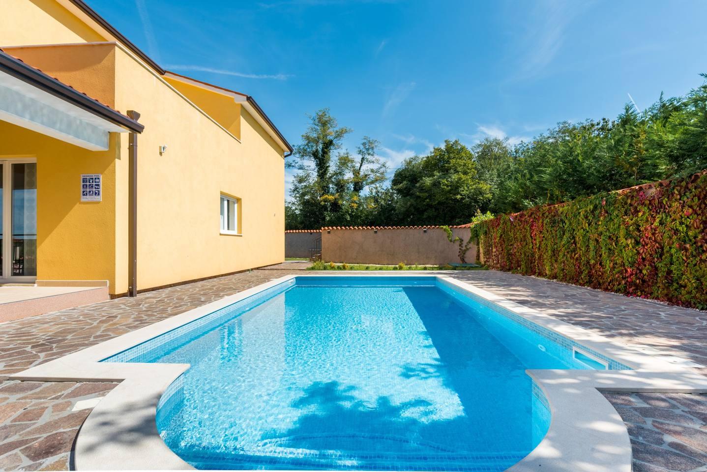 Villa in Zartinj photo 25615421