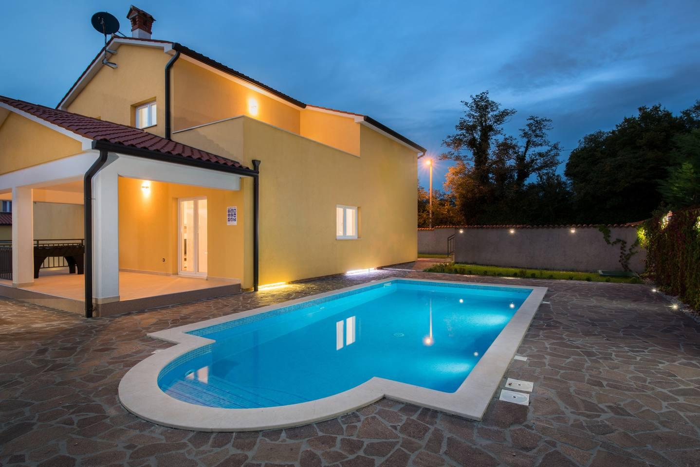 Villa in Zartinj photo 16921183