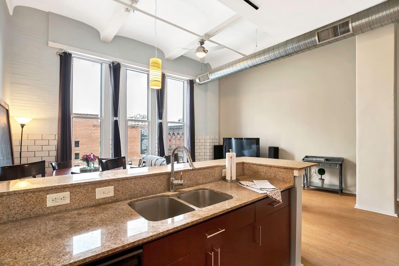 Apartment Gorgeous WashAve Loft Walkable  photo 16960799