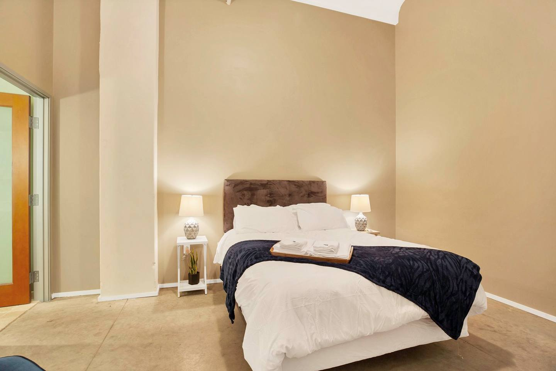 Apartment Gorgeous WashAve Loft Walkable  photo 16684155