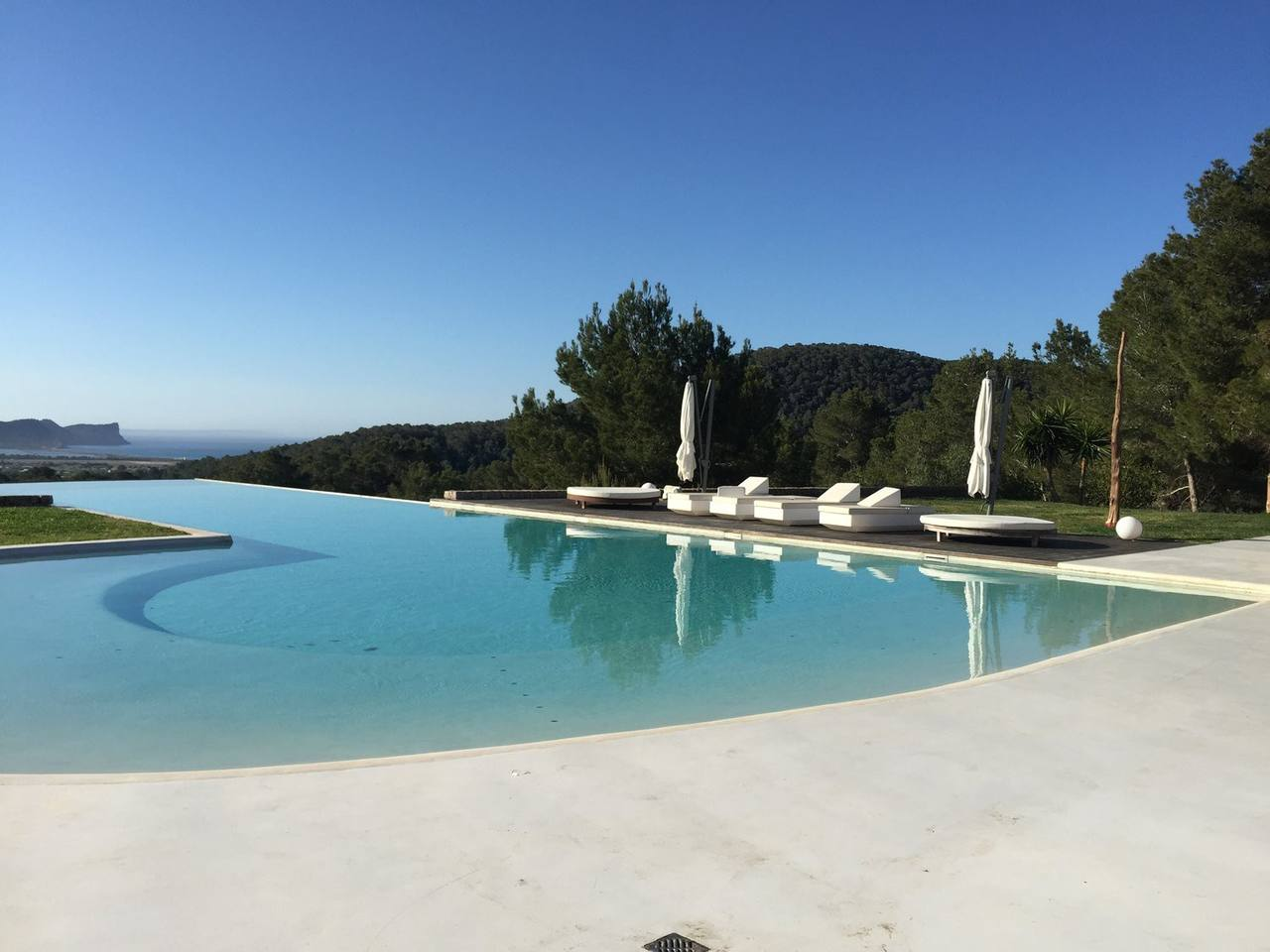 Sensational Villa with a huge infinity pool photo 23926475