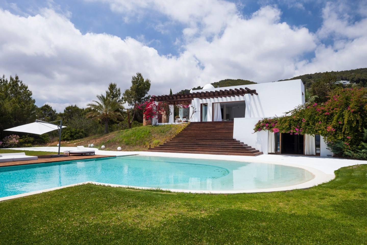 Sensational Villa with a huge infinity pool photo 23926474