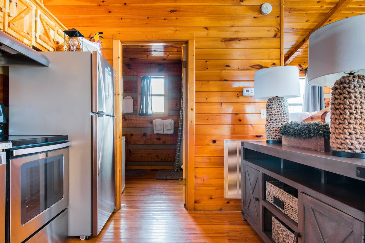 Very Private Mountain-View Log Cabin with Hot Tub photo 18737358
