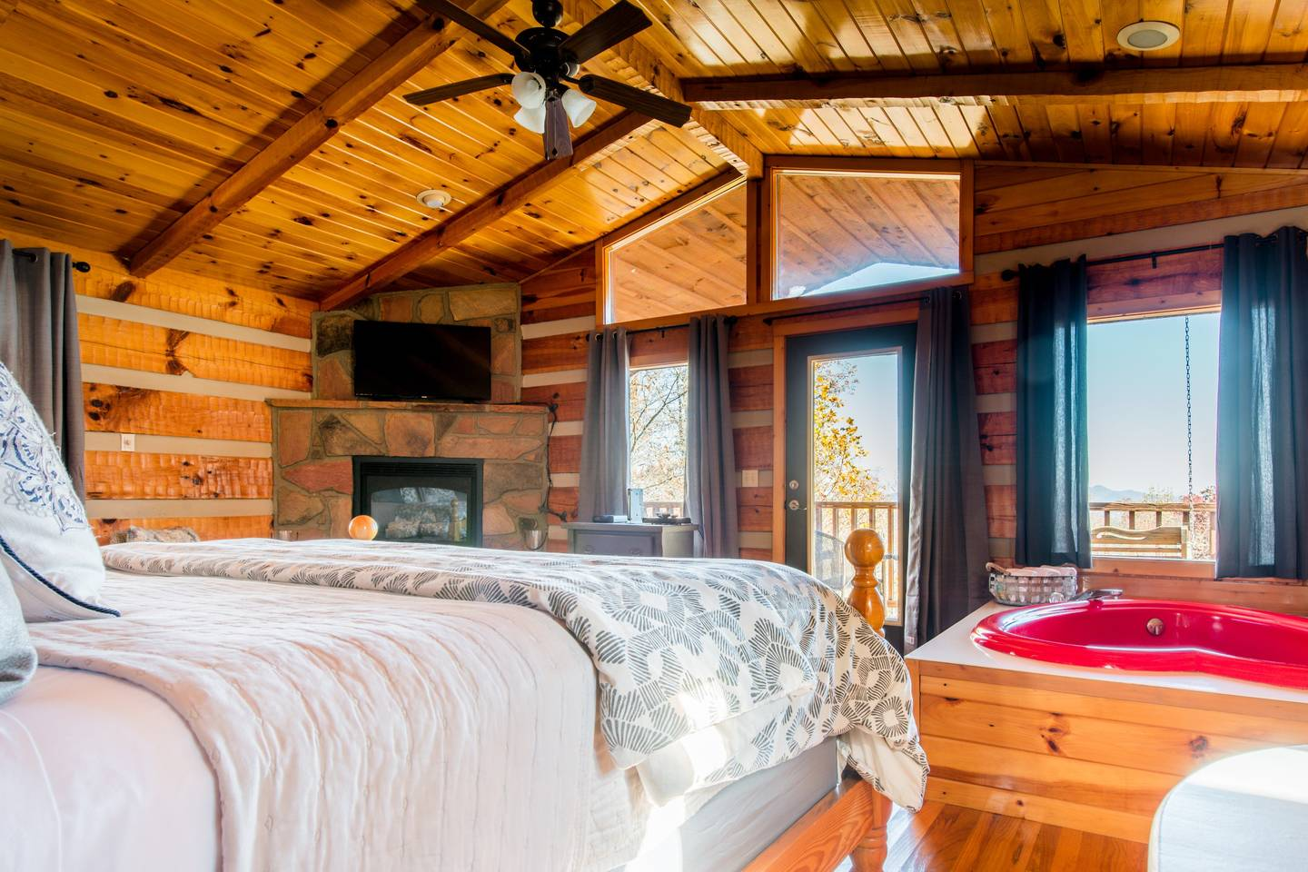 Apartment Very Private Mountain-View Log Cabin with Hot Tub photo 18737366