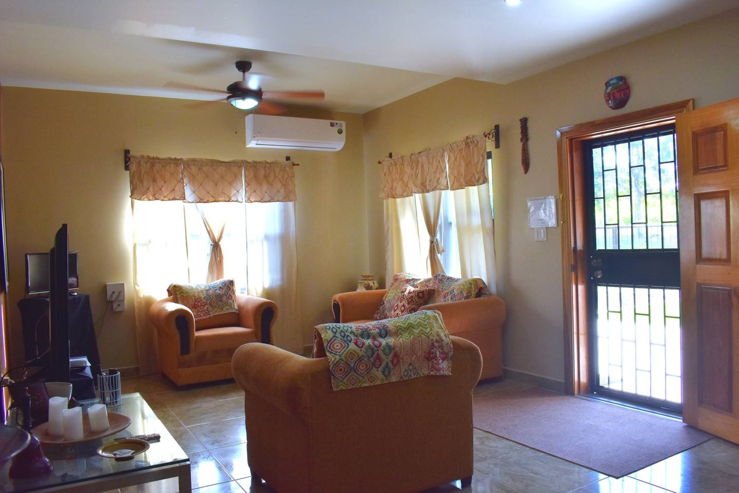 Entire lower floor of Guest House - Garden View photo 25969531