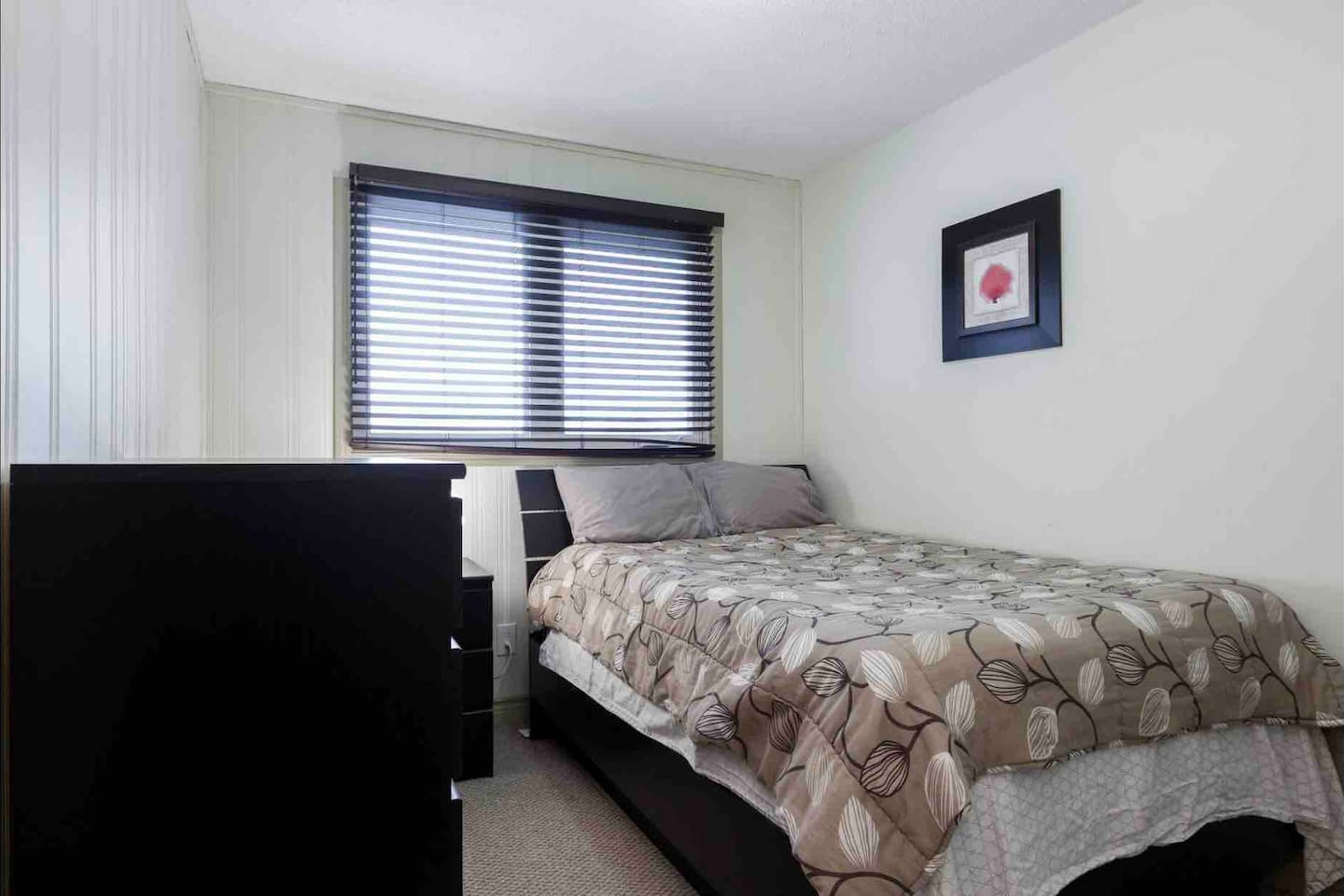 Apartment REST EASY - 6 MINS FROM WEST ED MALL - 3 BEDROOMS photo 18837178
