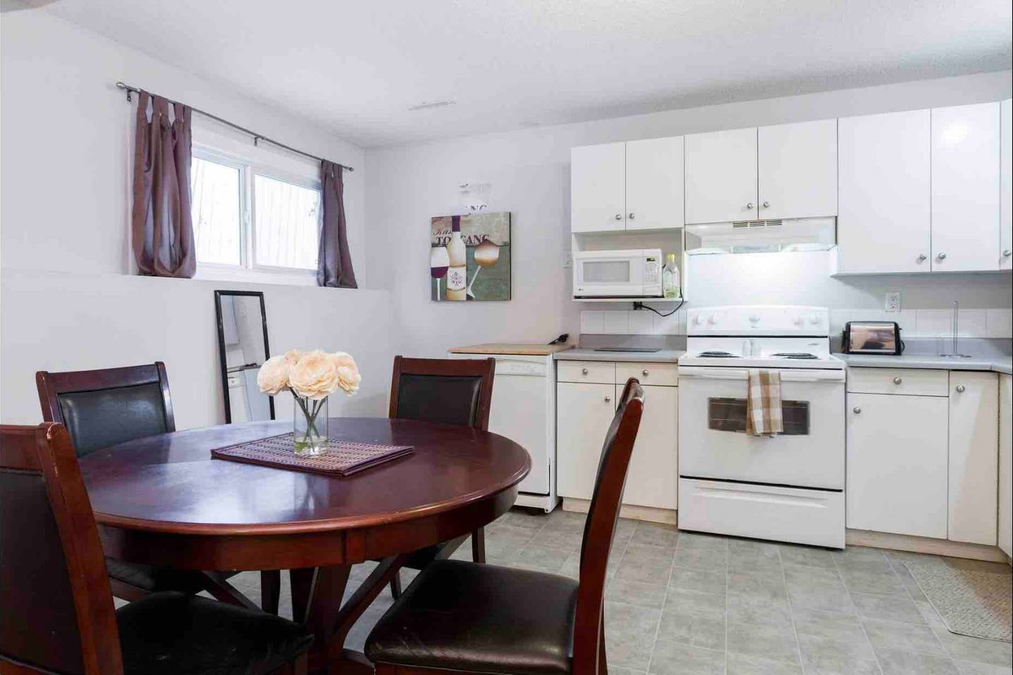 Apartment 2 BEDROOM BASEMENT SUITE  WALK TO WEST ED   MORE  photo 18790390