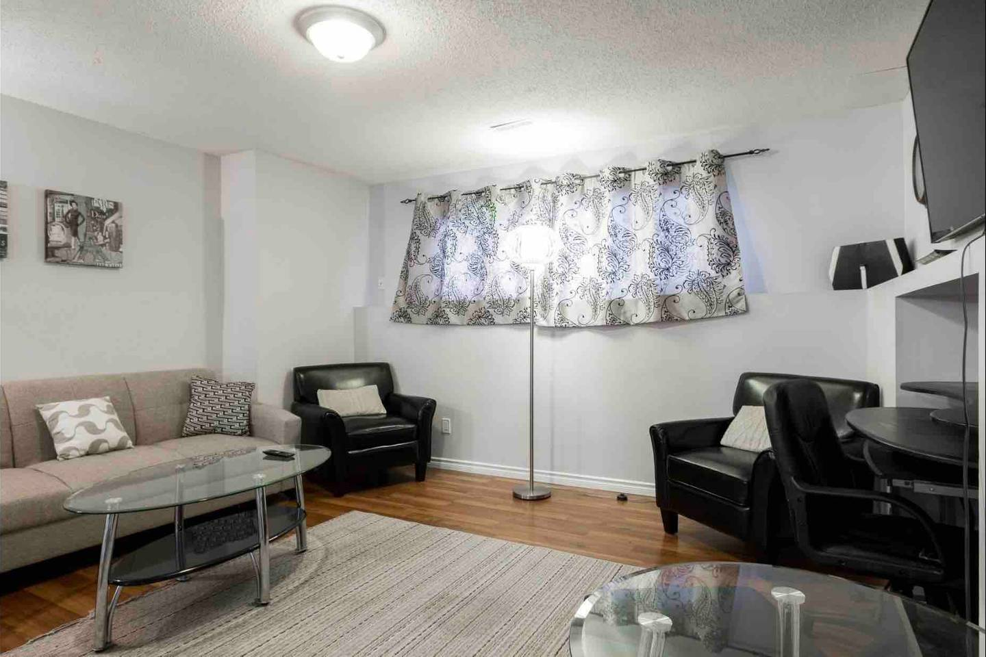 Apartment 2 BEDROOM BASEMENT SUITE  WALK TO WEST ED   MORE  photo 18836262