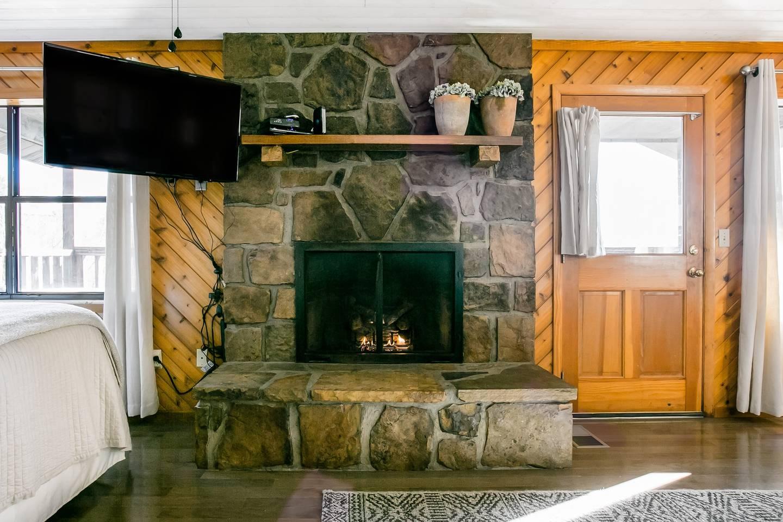 Admire Stunning Mountain Views at a Calm, Cozy Cabin photo 18540947