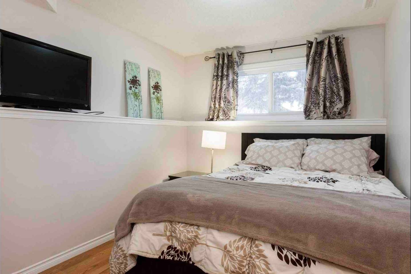 Apartment 2 BEDROOM BASEMENT SUITE  WALK TO WEST ED   MORE  photo 18724756