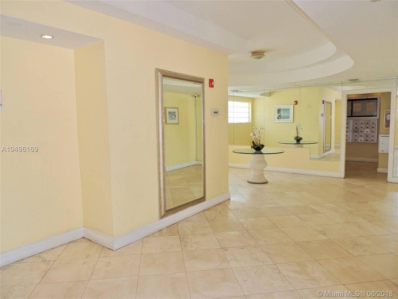 Gorgeous Apartment, South Beach, 1 block to Ocean photo 5773503