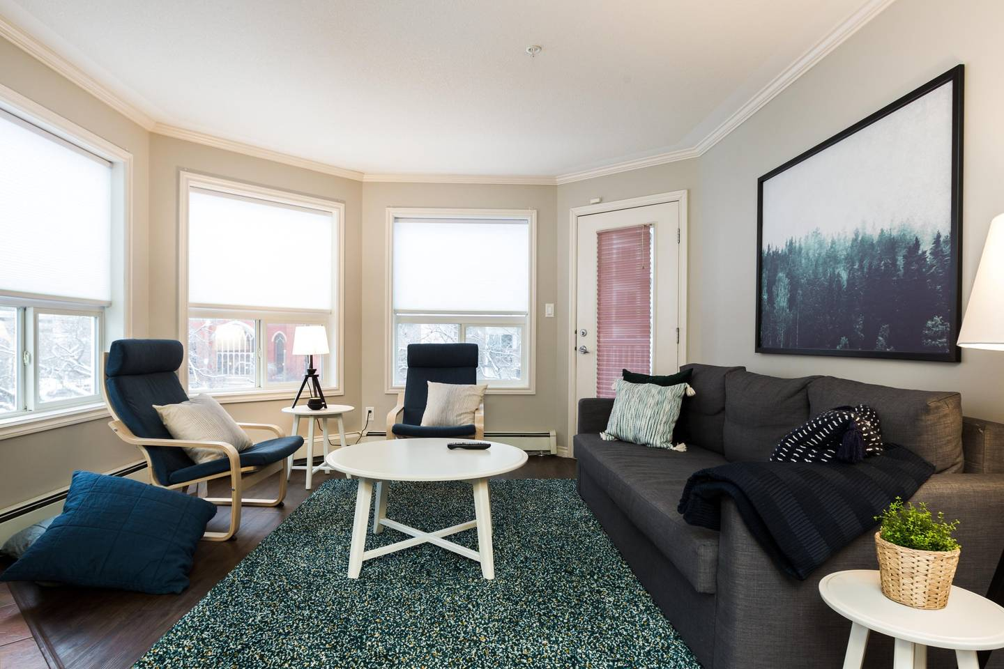 Apartment LUXURY   CONDO NEAR ROGERS PLACE   DOWNTOWN SUITE photo 25451503