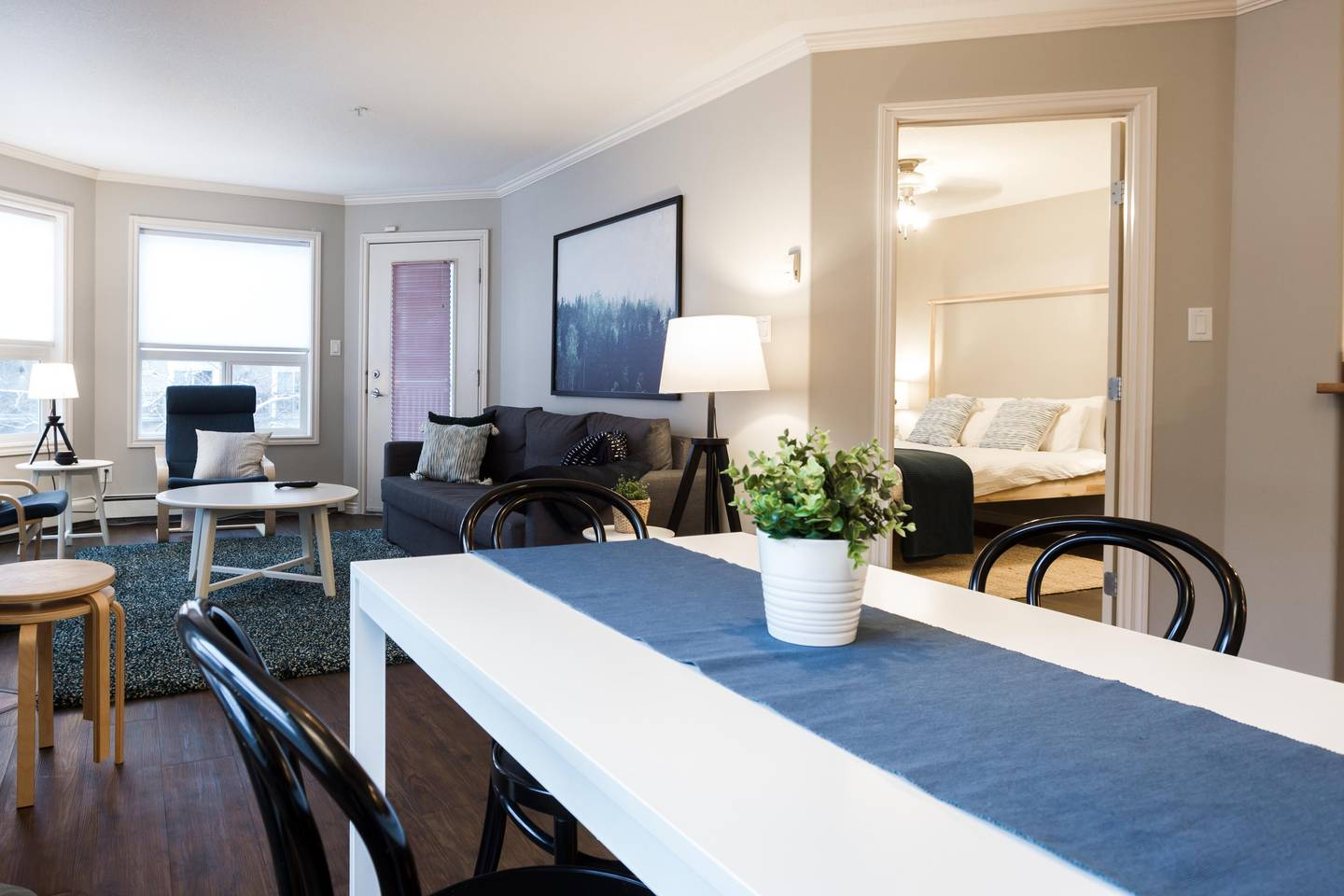 Apartment LUXURY   CONDO NEAR ROGERS PLACE   DOWNTOWN SUITE photo 17678376