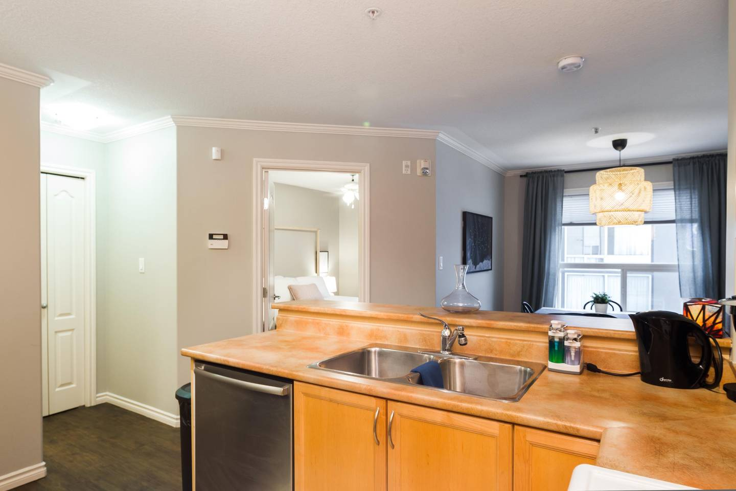 Apartment LUXURY   CONDO NEAR ROGERS PLACE   DOWNTOWN SUITE photo 25451522