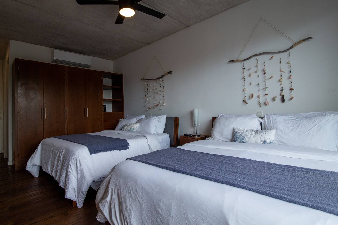 Private Bedroom w/2 QS Bed very close to the beach photo 5823585