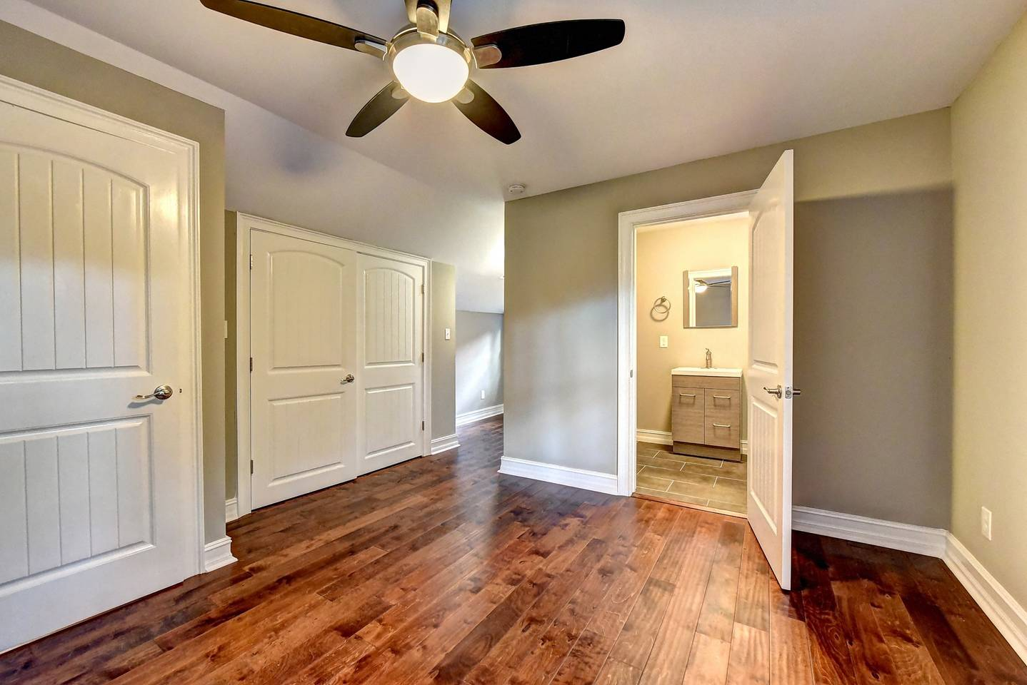 Apartment        Cozy home in East Lake minutes to downtown photo 16777907