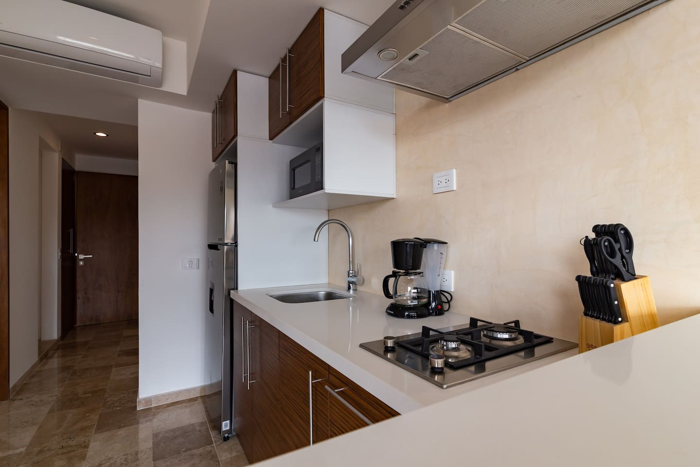 Brand new and affordable condo 10 min to the beach photo 5726693