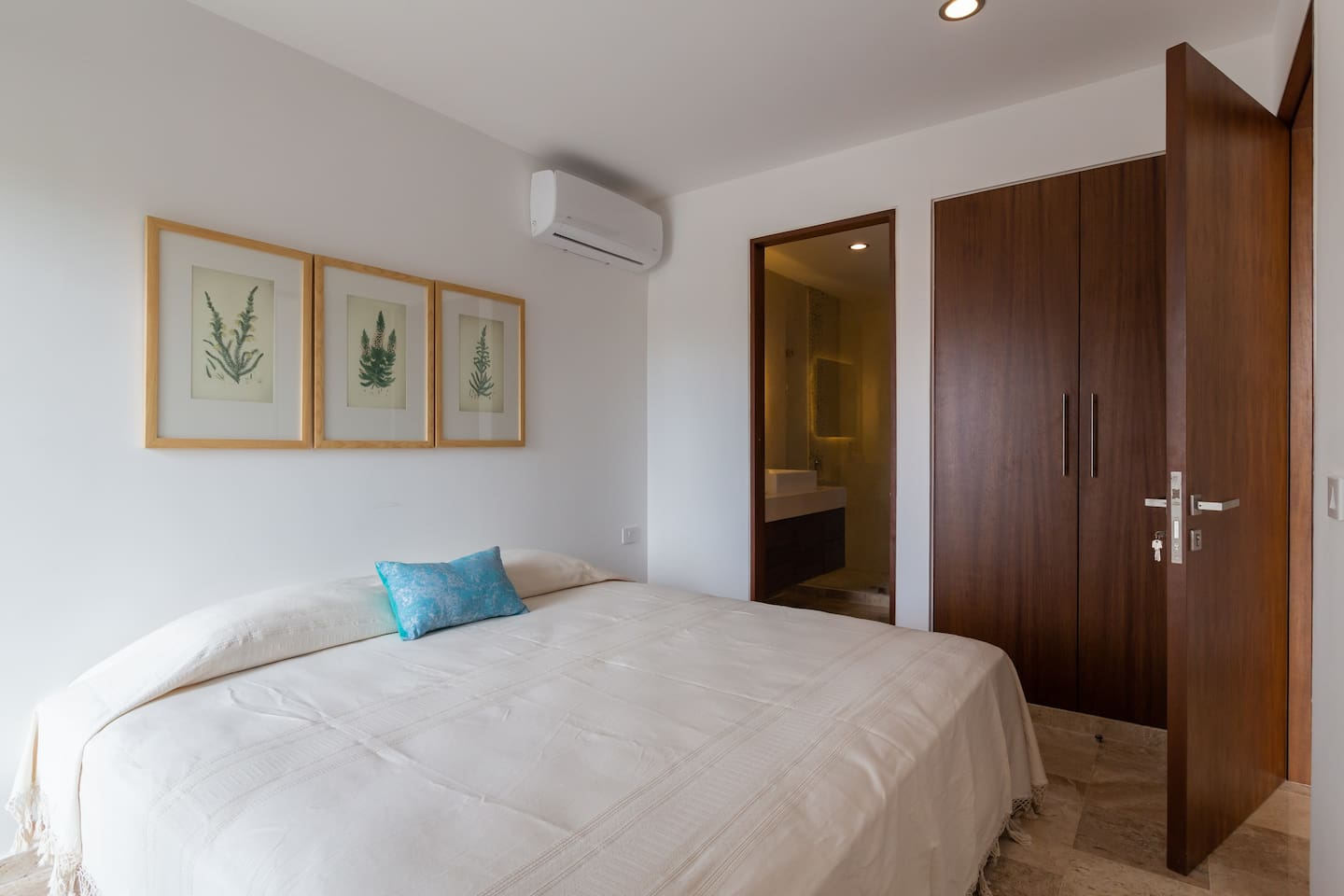 Brand new and affordable condo 10 min to the beach photo 5775777