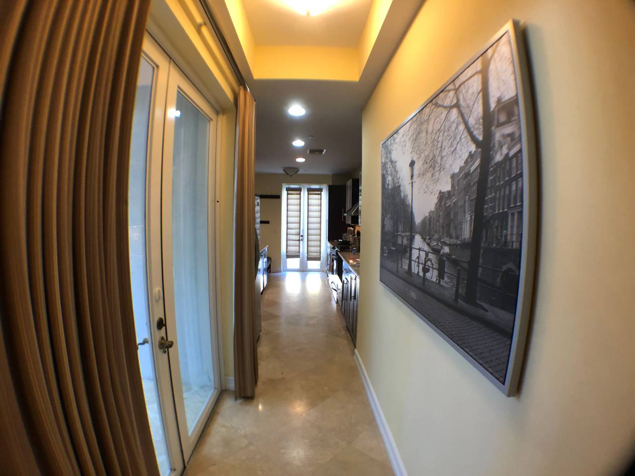 Apartment NEW-Large House with Roof Top  close to Everything photo 17049879