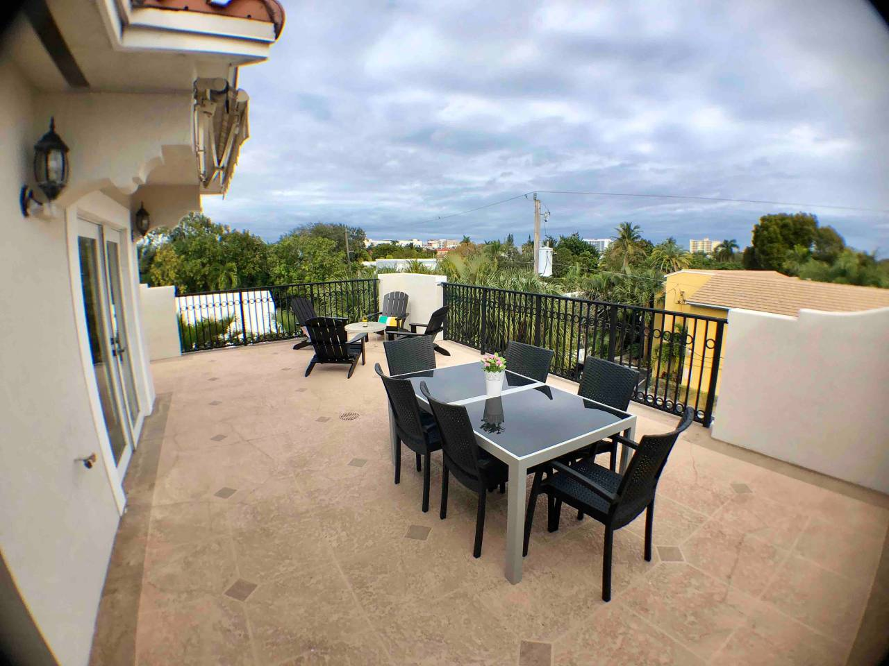 Apartment NEW-Large House with Roof Top  close to Everything photo 16956069