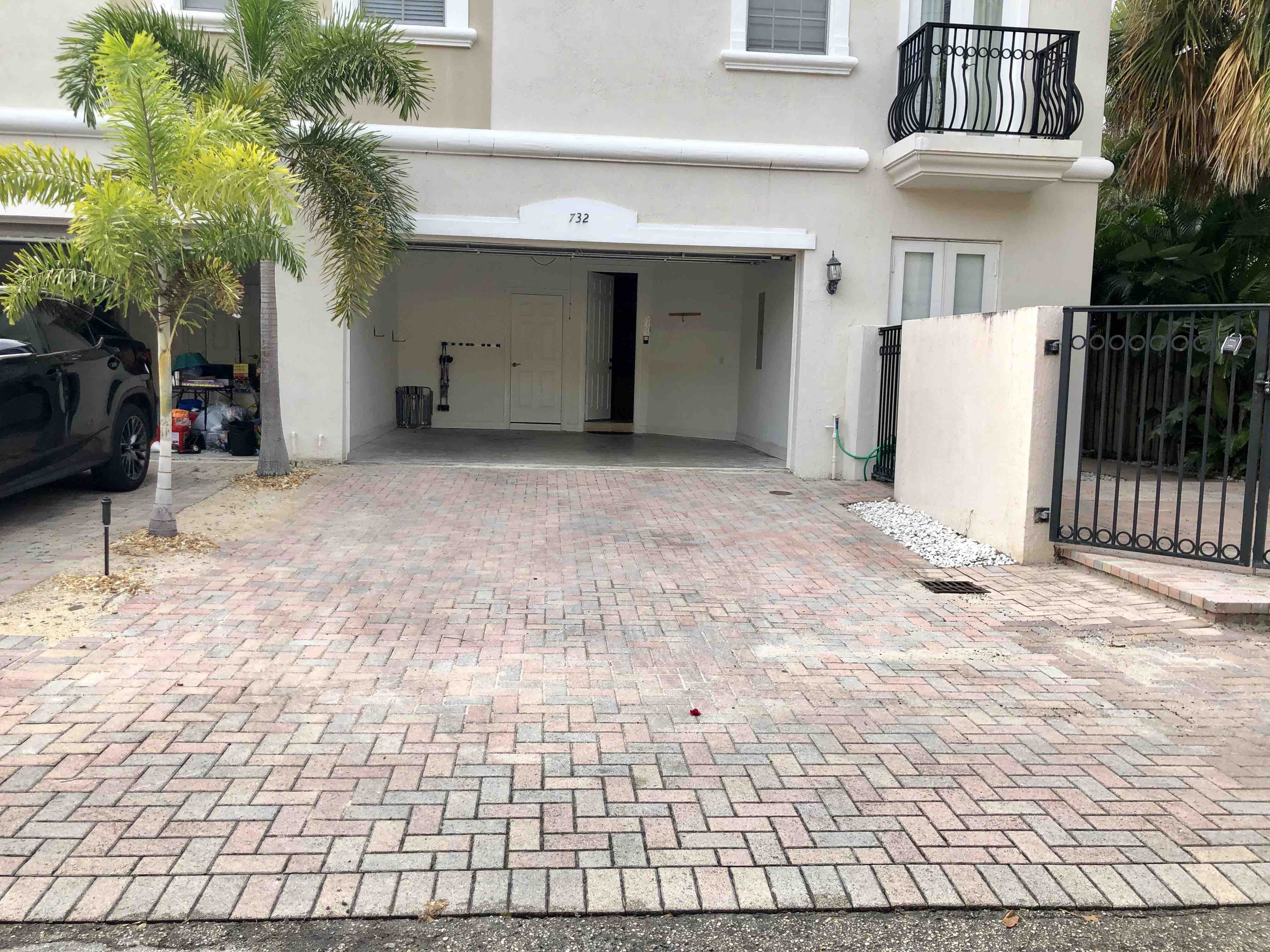 Apartment NEW-Large House with Roof Top  close to Everything photo 16631905