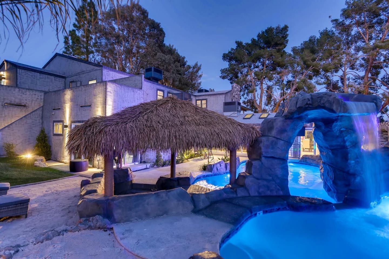 Apartment 9bdrm 8bath Private Disco  Karaoke    Resort Pool  photo 16721173